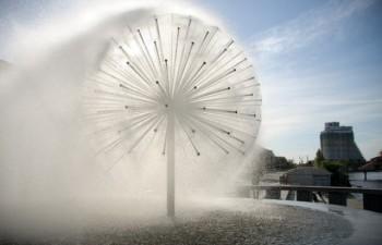 Красивый фонтан «Сфера»