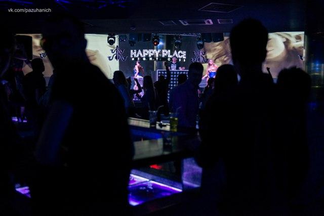 Party на кровати в Happy Place
