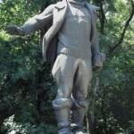Памятник летчику Валерию Чкалову