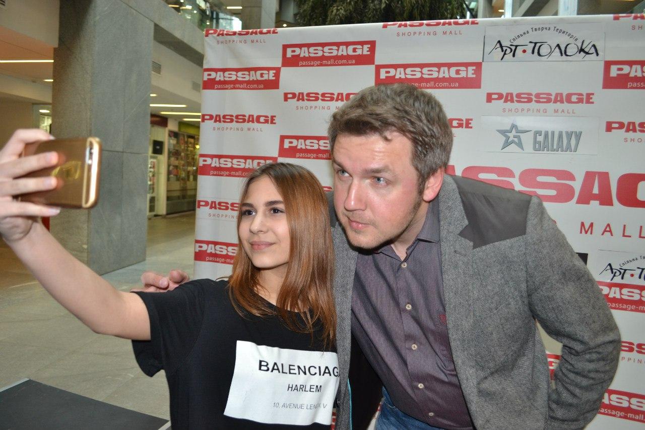 Автограф-сессия Дмитрия Карпачова
